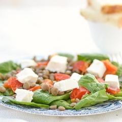 Салат из шпината и чечевицы