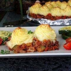 Запеканка с фасолью и картофельным пюре
