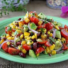 Мексиканский салат с овощами и авокадо