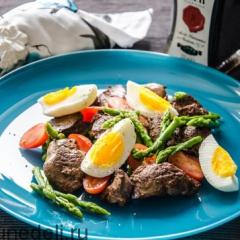 Как приготовить салат из спаржи с куриной печенью