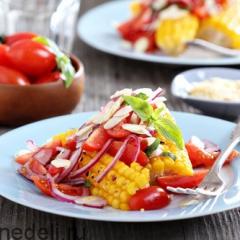 Салат из запеченной кукурузы с помидорами