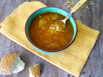 Postnyj gorohovyj sup s tomatnoj pastoj