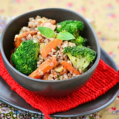 Гречка с овощами и копченой грудинкой