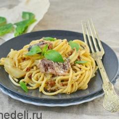 Спагетти с соусом из консервированных сардин