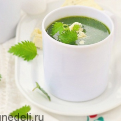 Суп с крапивой и голубым сыром
