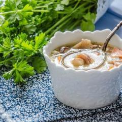 Суп из замороженных грибов с перловкой