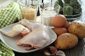 Ингредиенты для шпинатного супа с яйцом и куриным мясом