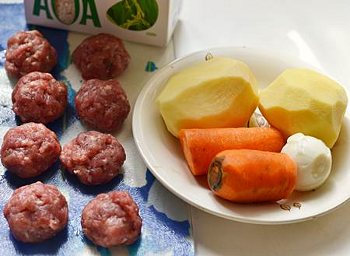 Ингредиенты для супа с фрикадельками из фарша