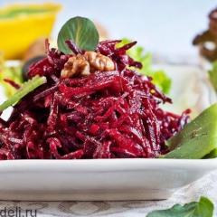Салат из свежей свеклы с грецкими орехами