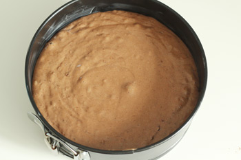 Тесто для торта Санчо Панчо в форме для выпечки