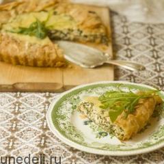 Пирог с рукколой, брынзой и щавелем