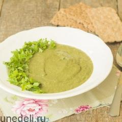 Суп-пюре из щавеля и шпината с авокадо
