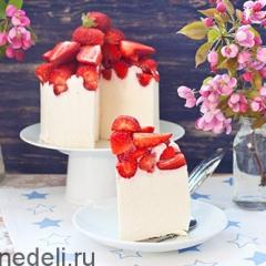 Торт с клубникой творожный
