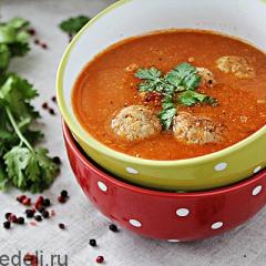 Томатный суп с консервированной фасолью и чечевицей