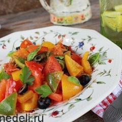 Перец тушеный с помидорами