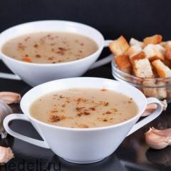 Суп-пюре из печеного чеснока и картофеля