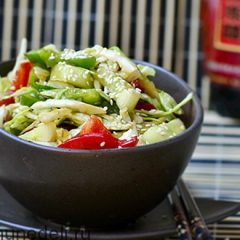 Салат из капусты с огурцом в азиатском стиле