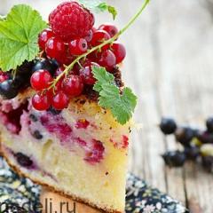 Творожный кекс в мультиварке с ягодами