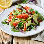 Salat-iz-avokado-s-tomatami-cherri807