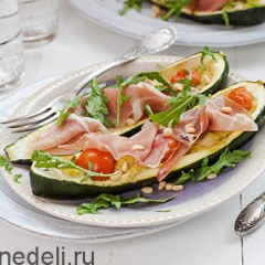 Кабачки фаршированные сыром и помидорами
