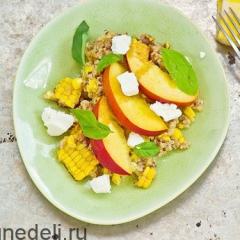 Салат с кукурузой и кинвой