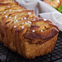 Сладкий пирог-гармошка с яблоком и корицей