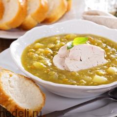 Гороховый суп с курицей и чесночными гренками
