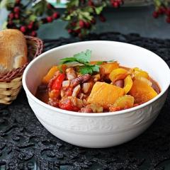 Овощное чили с тыквой и фасолью