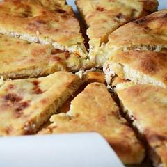 Осетинский пирог с курицей и сыром - рецепт с фото