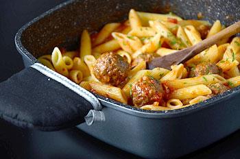 Паста с мясными шариками по итальянски готова