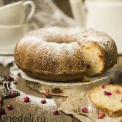 Сметанный кекс с брусникой