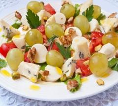 salat s syrom, vinogradom i orehami о1
