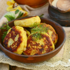 Картопляники с салом и луком