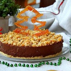 Новогодний шоколадный торт с грильяжем