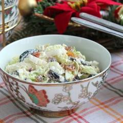 Салат из пекинской капусты с сухофруктами