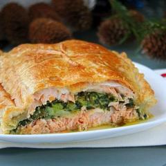 Рецепт пирога с лососем и шпинатом из слоеного теста