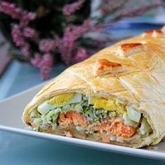 Кулебяка с рыбой и рисом - рецепт с пошаговыми фото