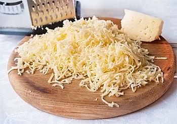 Рулетики из чернослива, бекона, сыра и грецких орешков - рецепт пошаговый с фото