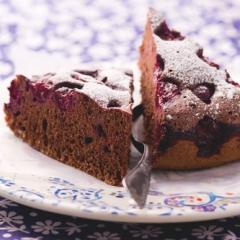 Шоколадный бисквит с вишней в мультиварке