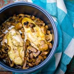 Филе курицы в мультиварке с грибным соусом
