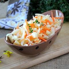 Салат из белокочанной капусты с яблоком как в детском саду