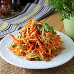 Салат с сельдереем, яблоком и морковью