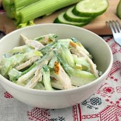 Салат из стеблей сельдерея с курицей