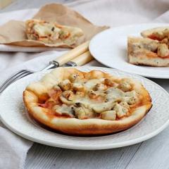 Пицца с курицей и грибами в мультиварке