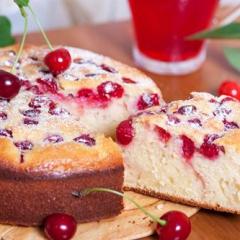 Рецепт простого пирога с вишней на кефире