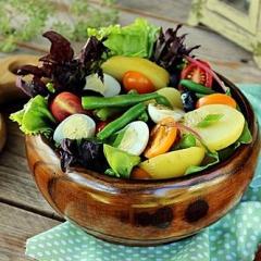 Картофельный салат с молодыми овощами
