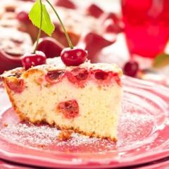 Бисквитный пирог с вишней без сливочного масла