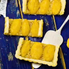 Французский тарт с желтыми сливами
