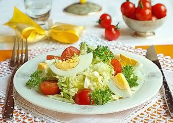 salat iz kapusty s jajcom_opt