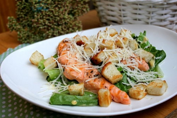 Salat  Cezar'  s krasnoj ryboj_opt